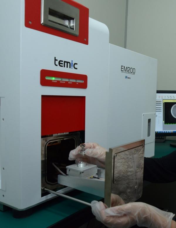 [經濟日報]報導 : 台灣電鏡攻顯微鏡 液態技術練出「火眼金睛」